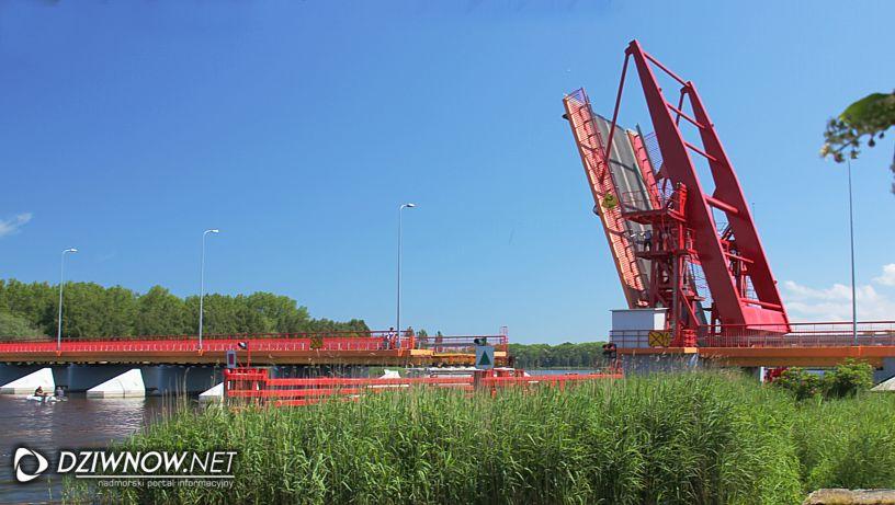 Most w Dziwnowie godziny podnoszenia.