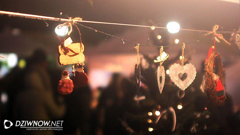 Jarmark świąteczny w Dziwnowie stragany